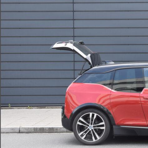 Foto eines BMW i3 mit geöffnetem Kofferraum